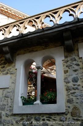 A restaurant window inside the Cité.